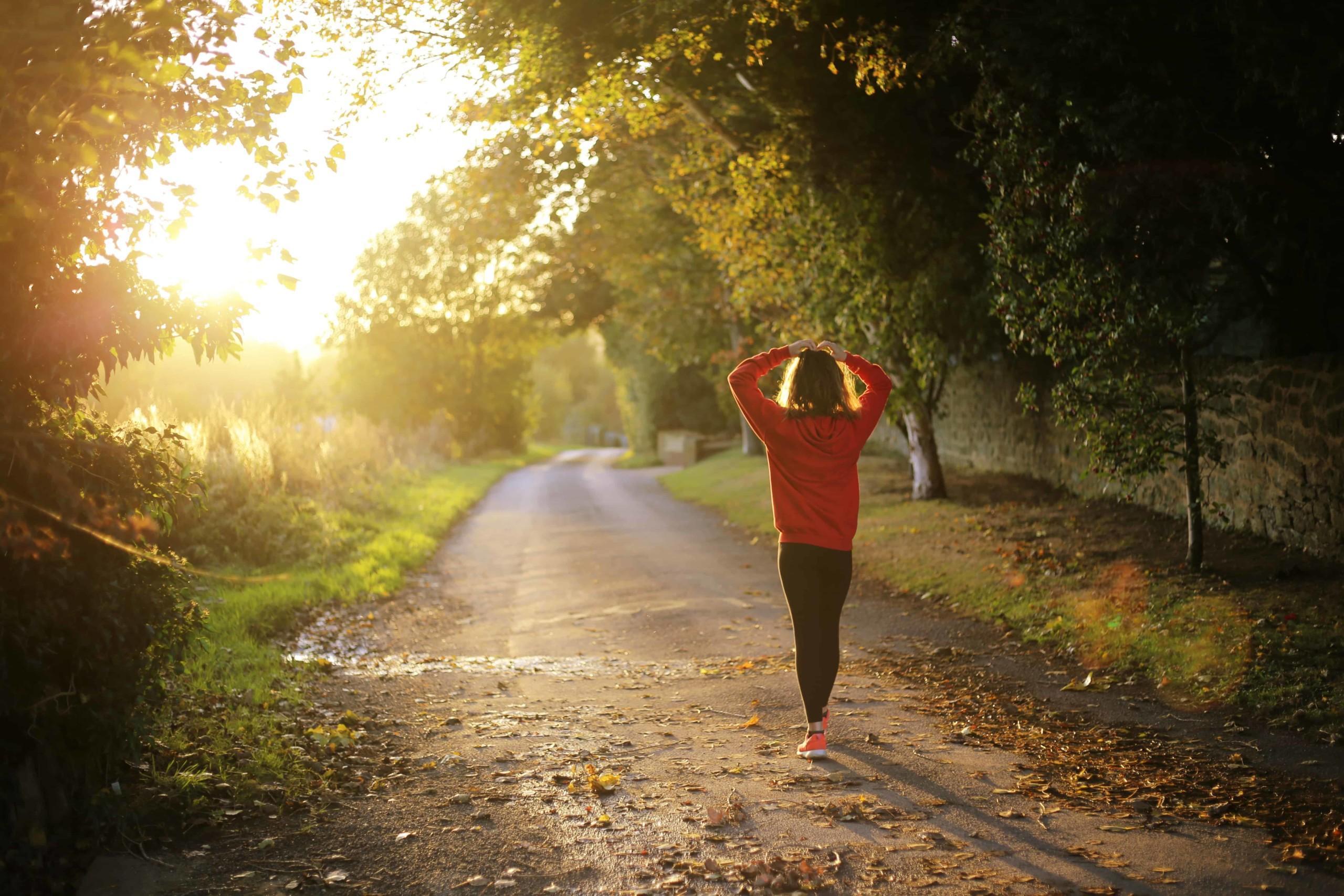 Adaptogeenit ovat tehokkaita elimistön puhdistajia ja tyyneyden tuojia kuten kuvassa olevalla naisella