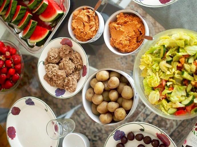 Monipuolinen ruokavalio auttaa jaksamaan.